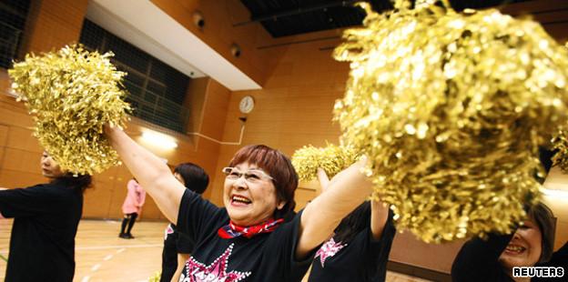 Đội cổ vũ hoạt náo viên cao tuổi tại Nhật Bản - Ảnh 3.