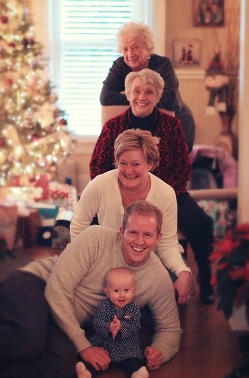 Gia đình nhiều thế hệ được thu bé lại vừa bằng một bức ảnh - Ảnh 3.