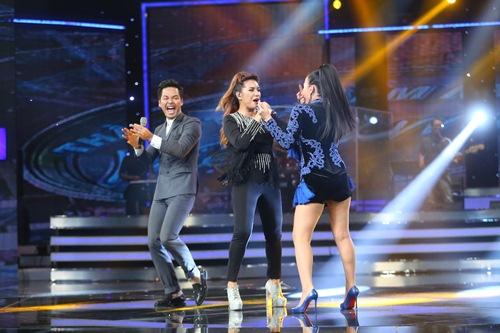 Khoảnh khắc quậy của Thu Minh và thí sinh ở CK Vietnam Idol - Ảnh 4.