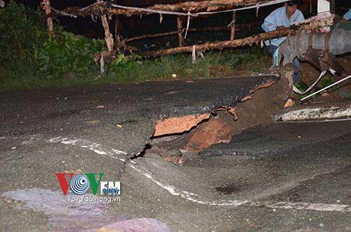 TP.HCM: Sập mố cầu Tân Kỳ Tân Quý, giao thông bị phong tỏa - Ảnh 1.