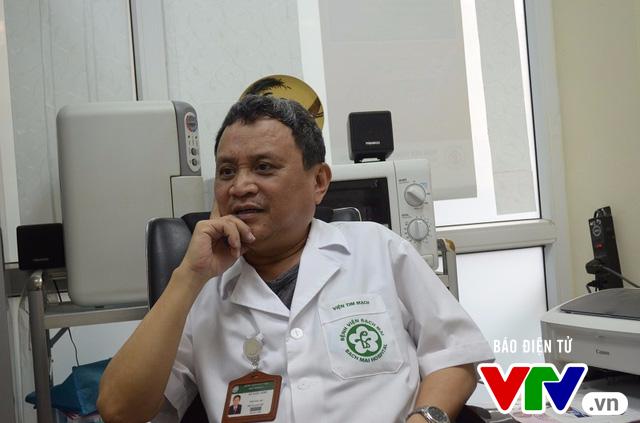 Người bác sĩ chiến đấu với ung thư phổi giai đoạn cuối suốt 5 năm - Ảnh 1.