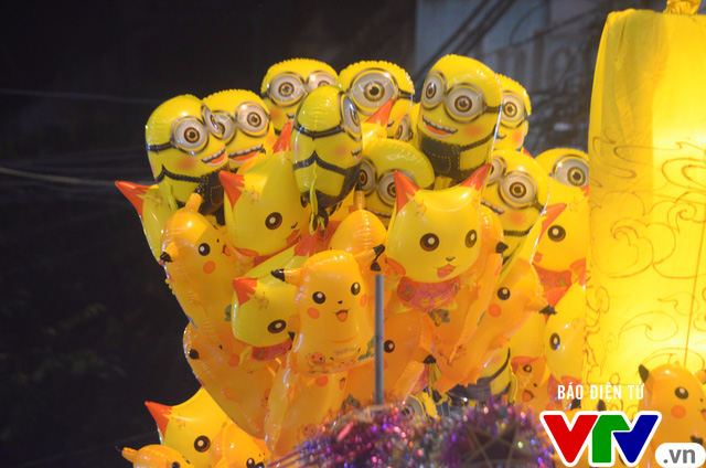 Ăn theo cơn sốt Pokemon, Pikachu ngập phố Trung thu - Ảnh 5.
