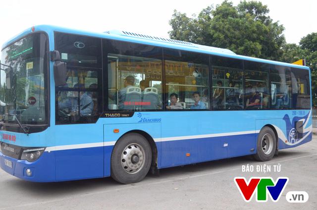 Trải nghiệm tuyến xe bus mới mang màu xanh hòa bình tại Hà Nội - Ảnh 3.