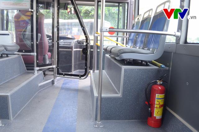 Trải nghiệm tuyến xe bus mới mang màu xanh hòa bình tại Hà Nội - Ảnh 7.