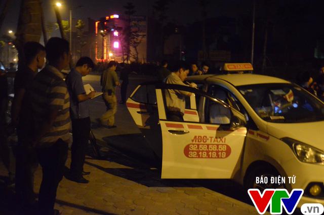 Hà Nội: Bắt tại trận tên cướp dùng dao cứa cổ tài xế taxi trong đêm - Ảnh 10.