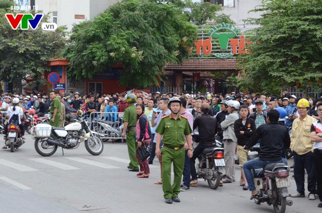 Cháy lớn tại Trần Thái Tông, nhiều người bị kẹt - Ảnh 14.