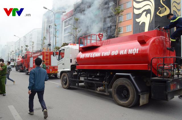Cháy lớn tại Trần Thái Tông, nhiều người bị kẹt - Ảnh 5.