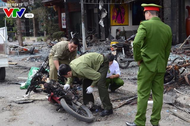 Hiện trường ngổn ngang, kinh doanh đình trệ sau vụ cháy trên đường Trần Thái Tông - Ảnh 4.