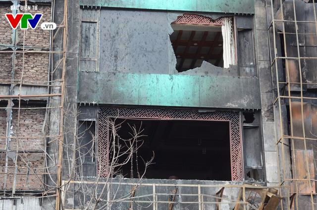 Hiện trường ngổn ngang, kinh doanh đình trệ sau vụ cháy trên đường Trần Thái Tông - Ảnh 9.