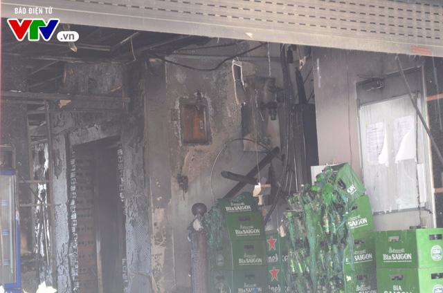 Hiện trường ngổn ngang, kinh doanh đình trệ sau vụ cháy trên đường Trần Thái Tông - Ảnh 6.