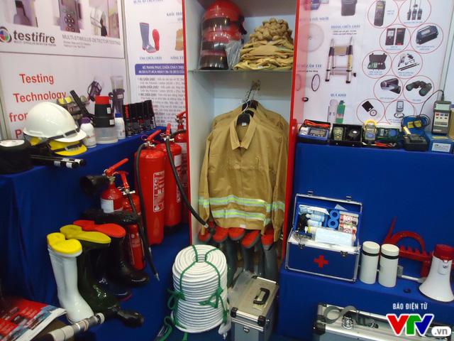 Tìm hiểu kỹ năng chữa cháy, thoát nạn tại Triển lãm quốc tế về PCCC 2016 - Ảnh 2.