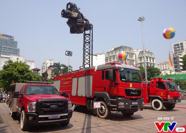 Tìm hiểu kỹ năng chữa cháy, thoát nạn tại Triển lãm quốc tế về PCCC 2016 - Ảnh 5.