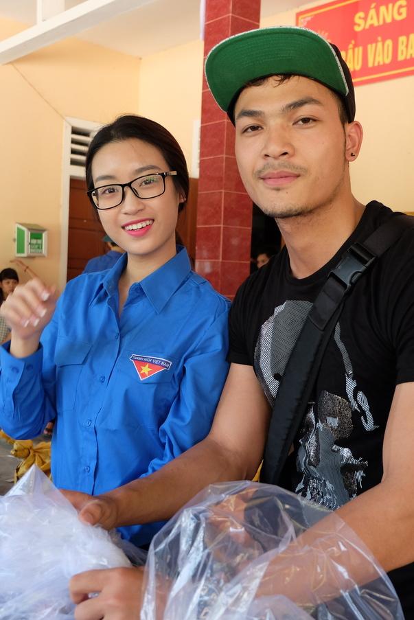 Hoa hậu Mỹ Linh, Á hậu Thanh Tú vận động quyên góp 330 triệu cho đồng bào lũ lụt - Ảnh 3.
