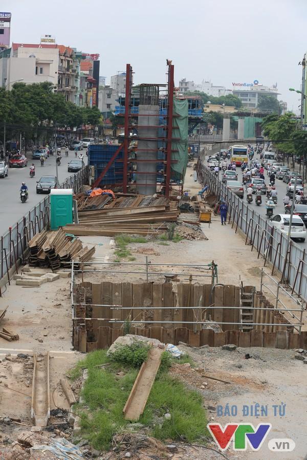Khói bụi, tắc đường ám ảnh người dân dọc tuyến Nhổn – Ga Hà Nội - Ảnh 16.