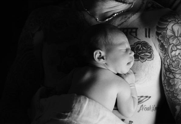 Con gái Adam Levine giống mẹ - Ảnh 1.