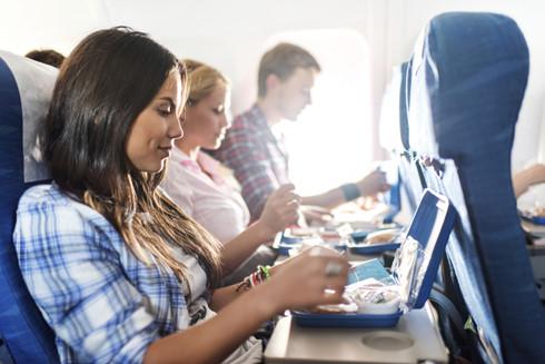 Đi du lịch nên ăn uống thế nào để đảm bảo sức khỏe? - Ảnh 1.