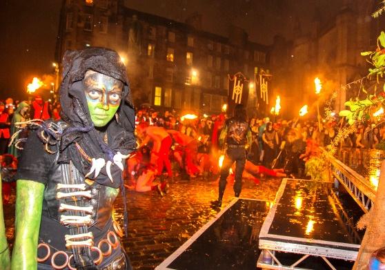 Độc đáo lễ hội lửa tại Scotland - Ảnh 2.