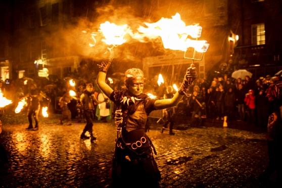 Độc đáo lễ hội lửa tại Scotland - Ảnh 6.