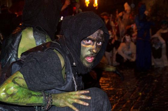 Độc đáo lễ hội lửa tại Scotland - Ảnh 4.