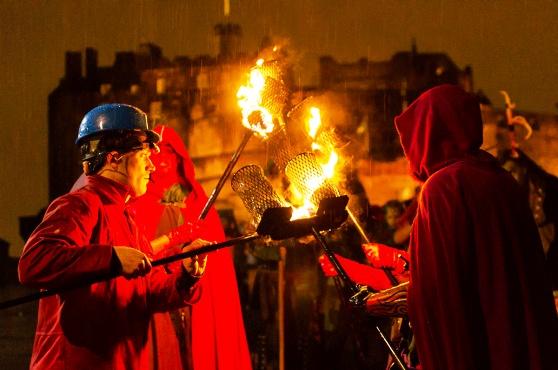 Độc đáo lễ hội lửa tại Scotland - Ảnh 3.