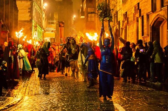 Độc đáo lễ hội lửa tại Scotland - Ảnh 7.