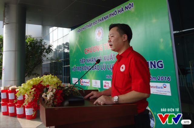 Gần 1 tỷ đồng quyên góp, Hà Nội xuất quân hỗ trợ đồng bào lũ lụt miền Trung - Ảnh 1.