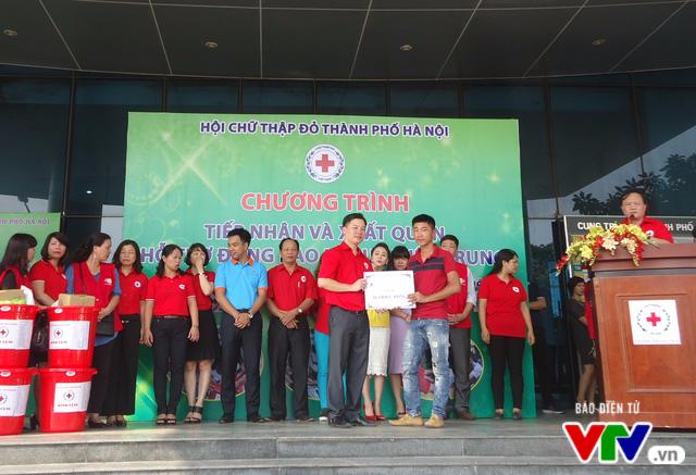 Gần 1 tỷ đồng quyên góp, Hà Nội xuất quân hỗ trợ đồng bào lũ lụt miền Trung - Ảnh 4.