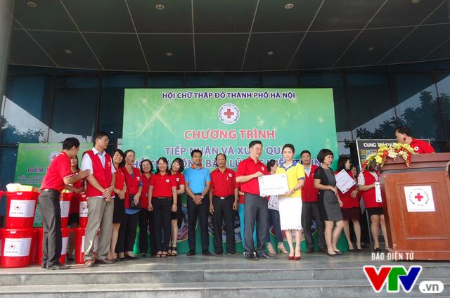 Gần 1 tỷ đồng quyên góp, Hà Nội xuất quân hỗ trợ đồng bào lũ lụt miền Trung - Ảnh 3.