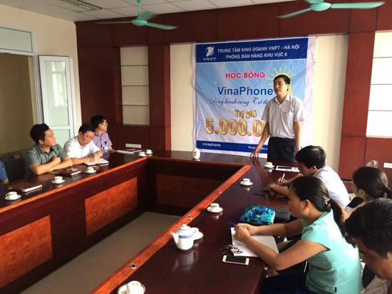 """Sinh viên trường Cao đẳng Truyền hình nhận học bổng """"Vinaphone - Đồng hành cùng tri thức Việt"""" - Ảnh 1."""