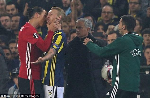 Ibrahimovic suýt nhận thẻ đỏ vì hành vi bạo lực - Ảnh 3.