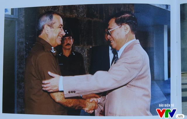 Ra mắt cuốn sách về cuộc đời, sự nghiệp cách mạng của cố Bộ trưởng Lê Minh Hương - Ảnh 5.