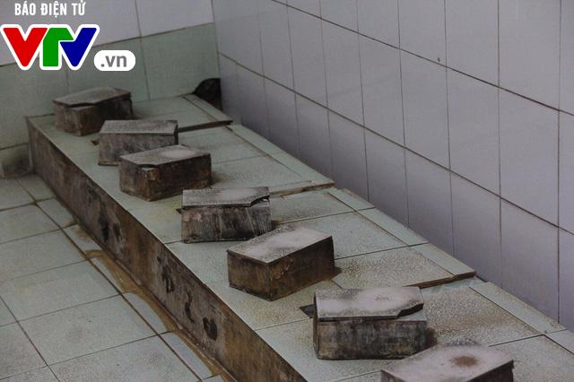 Hà Nội: Nhà vệ sinh trường tiểu học xuống cấp nghiêm trọng - Ảnh 5.
