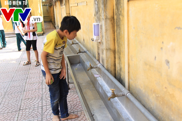 Hà Nội: Nhà vệ sinh trường tiểu học xuống cấp nghiêm trọng - Ảnh 6.