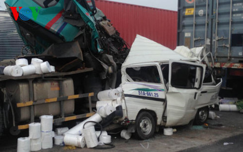 5 ô tô húc nhau trên cầu Phú Mỹ (TP.HCM), 1 người thiệt mạng - Ảnh 1.