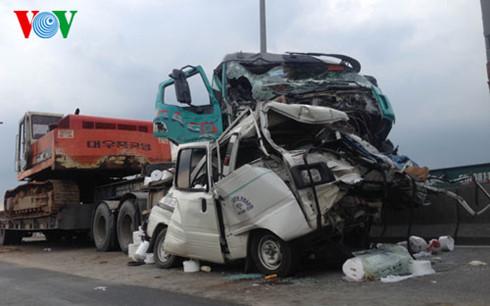 5 ô tô húc nhau trên cầu Phú Mỹ (TP.HCM), 1 người thiệt mạng - Ảnh 2.