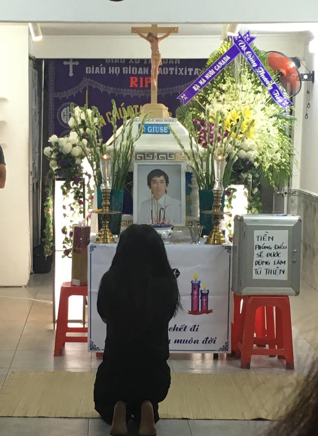 Rơi nước mắt với những hình ảnh trong lễ tang Minh Thuận - Ảnh 5.