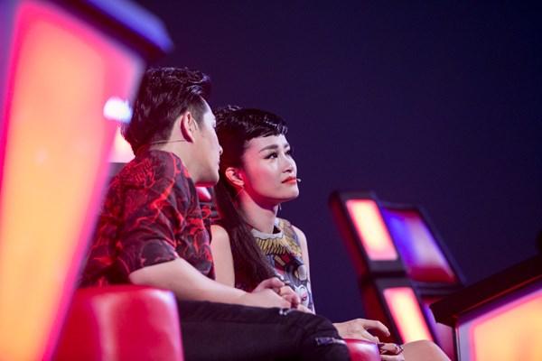 BB Trần đòi hôn, thí sinh Top Model phiêu cùng vũ điệu tóc - Ảnh 5.