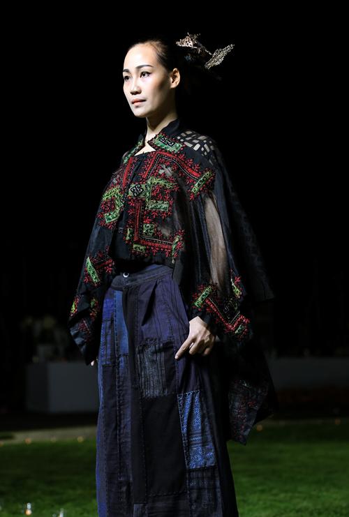 Hoa hậu Ngọc Hân sánh bước cùng người mẫu Pháp tại Paris - Ảnh 10.