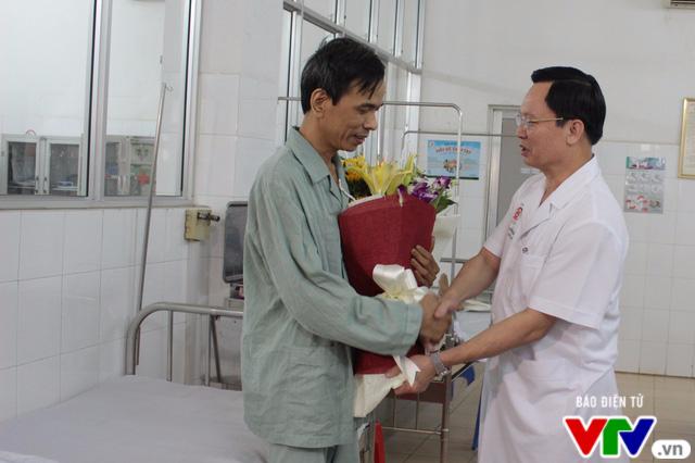Nam bệnh nhân bị đâm xuyên tim được xuất viện - Ảnh 1.