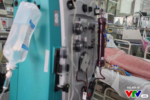 Kỹ thuật lọc máu liên tục cứu sống nhiều bệnh nhân mắc bệnh nguy hiểm - Ảnh 2.