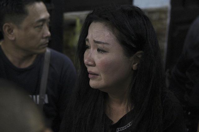 Rơi nước mắt với những hình ảnh trong lễ tang Minh Thuận - Ảnh 4.