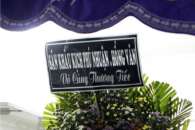 Rơi nước mắt với những hình ảnh trong lễ tang Minh Thuận - Ảnh 9.
