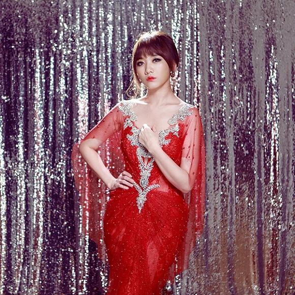 Ngắm bộ ảnh Hari Won mặc váy cưới trong MV Yêu không hối hận - Ảnh 4.