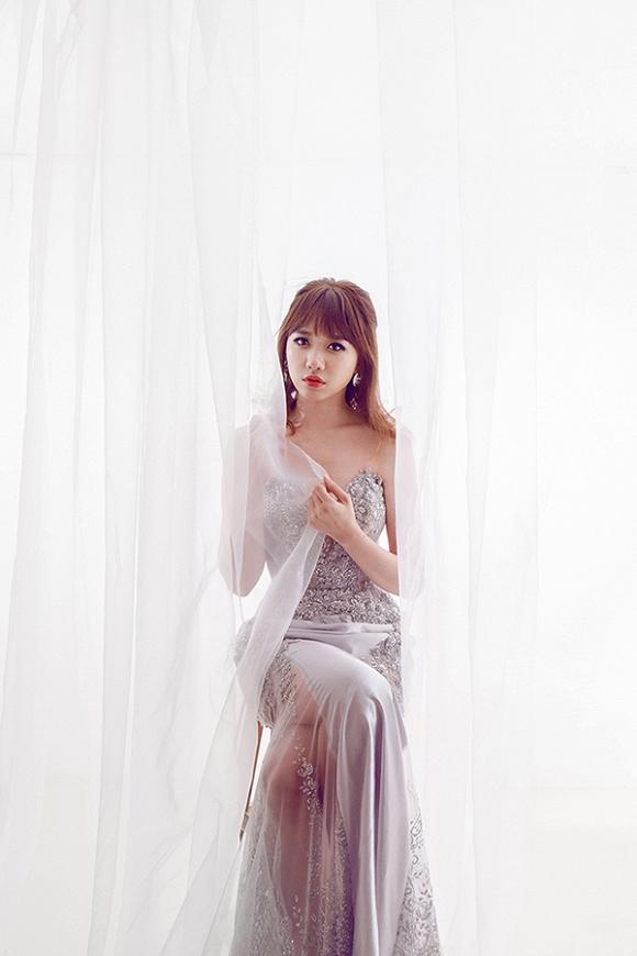 Ngắm bộ ảnh Hari Won mặc váy cưới trong MV Yêu không hối hận - Ảnh 5.
