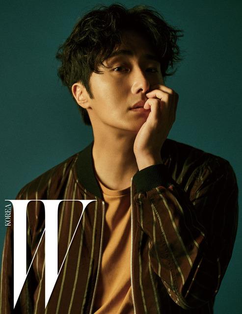 Mỹ nam Jung Il Woo mơ màng trên bìa tạp chí W - Ảnh 1.