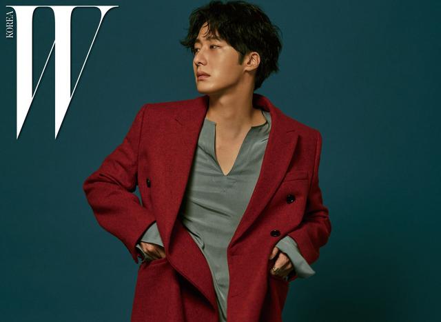 Mỹ nam Jung Il Woo mơ màng trên bìa tạp chí W - Ảnh 2.