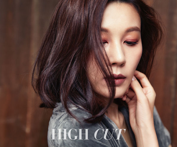Kim Ha Neul lạnh lùng diện đồ hiệu - Ảnh 3.