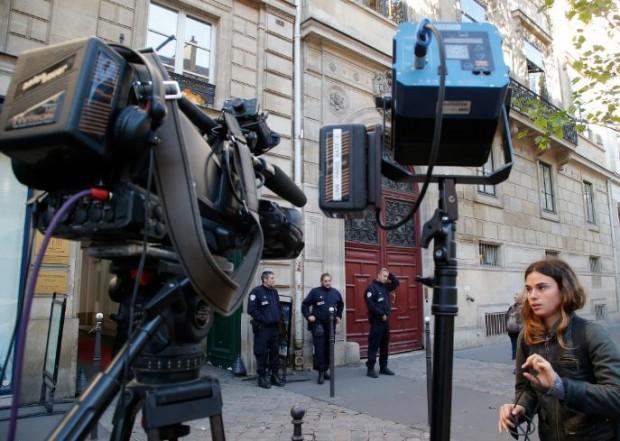 Kim Kardashian bị cướp 10 triệu USD ngay ở Paris: Tất cả vì tội khoe của? - Ảnh 1.