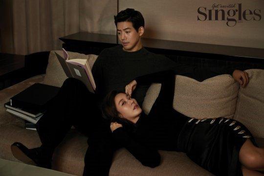 Kim Ha Neul e ấp nép vào bạn diễn kém tuổi - Ảnh 2.