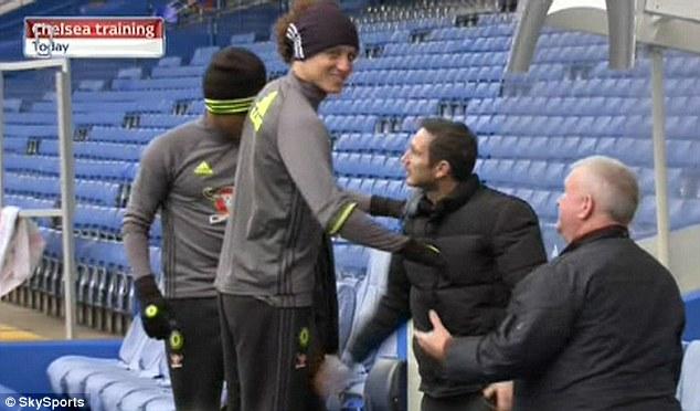 Lampard hoãn ngày trở lại Chelsea - Ảnh 1.